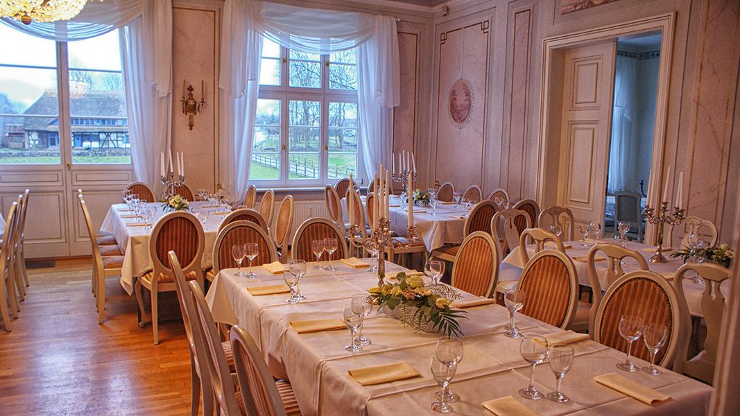 Eingedeckter Hauptsaal des Musenhof-Anwesens