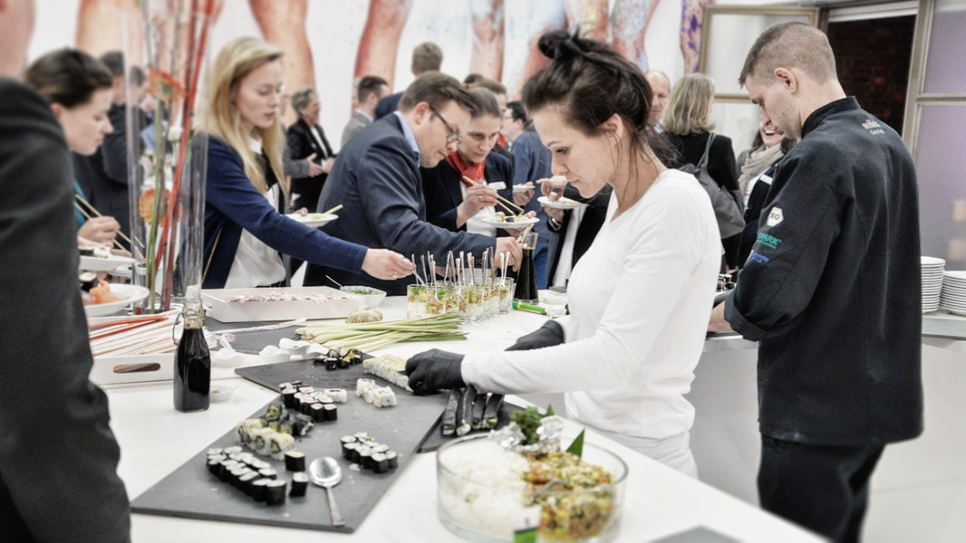 w.Holz Sushi-Catering Zubereitung in der Kunsthalle